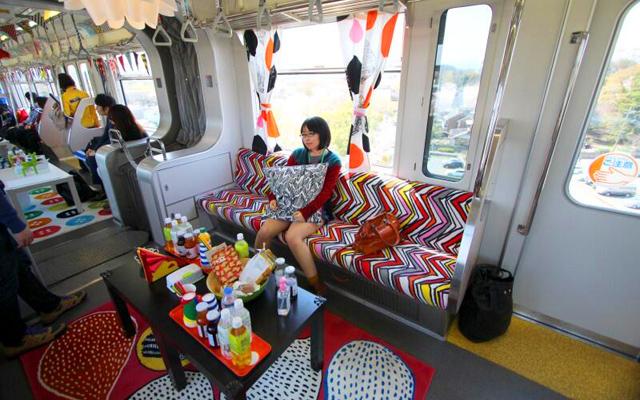 street marketing la marque ikea investit le m tro de tokyo. Black Bedroom Furniture Sets. Home Design Ideas